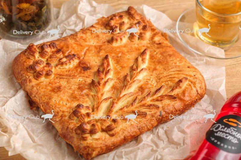 Пирог слоеный с капустой