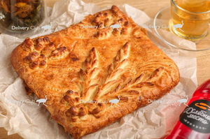 Пирог слоеный с курицей и ананасом